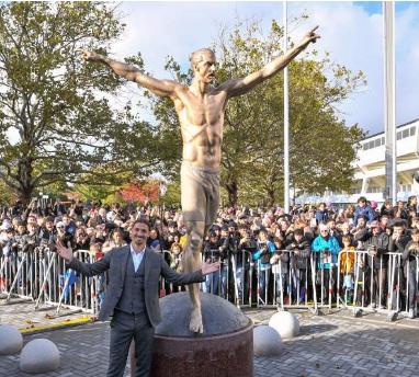 Momen : Mengapa Penggemar Swedia Membakar Patung Ibrahimovic ?