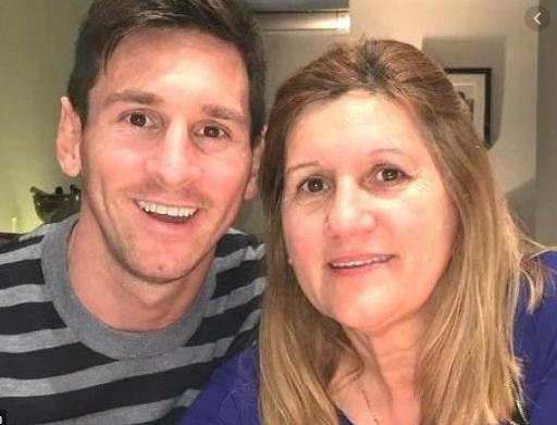 Ketika Ibunda Messi Balas Kritikan Terhadap Anaknya